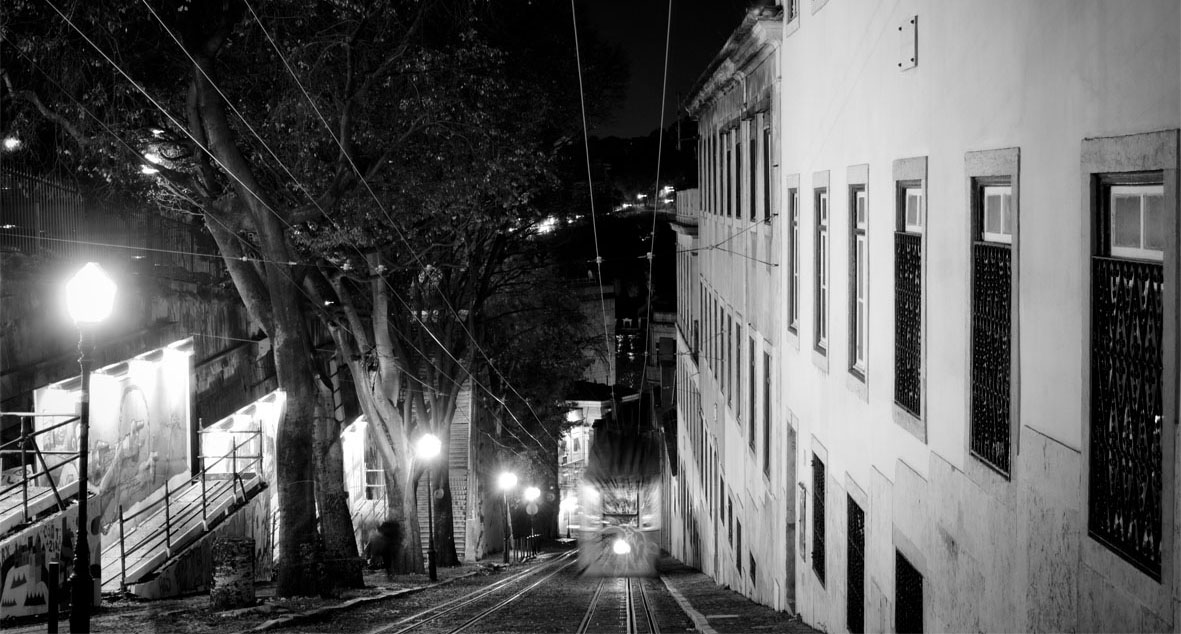 Lisbon Tram | chestnutandsage.de