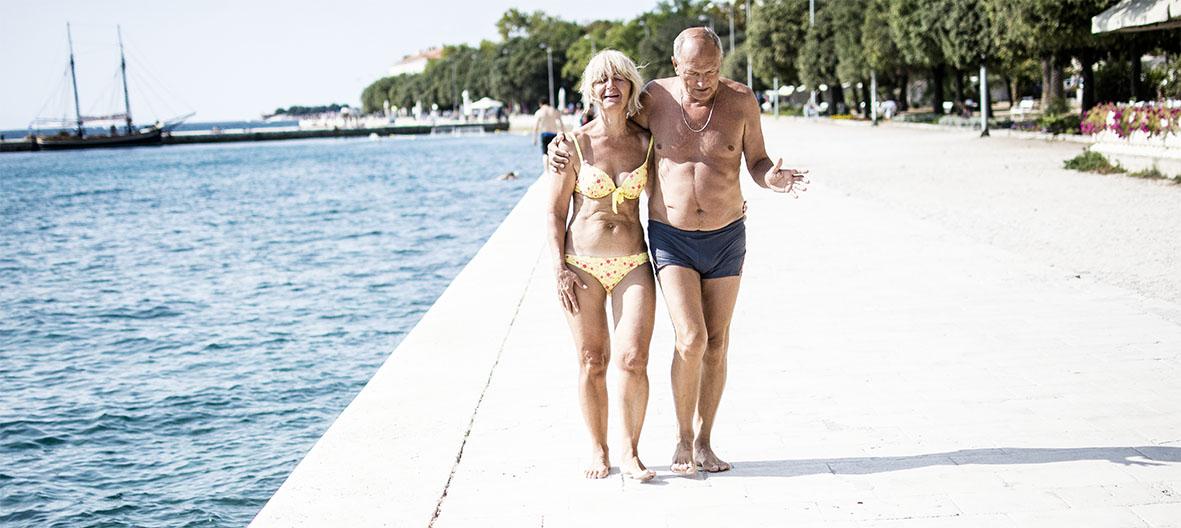 Zadar |Paar auf Promenade | chestnutandsage.de